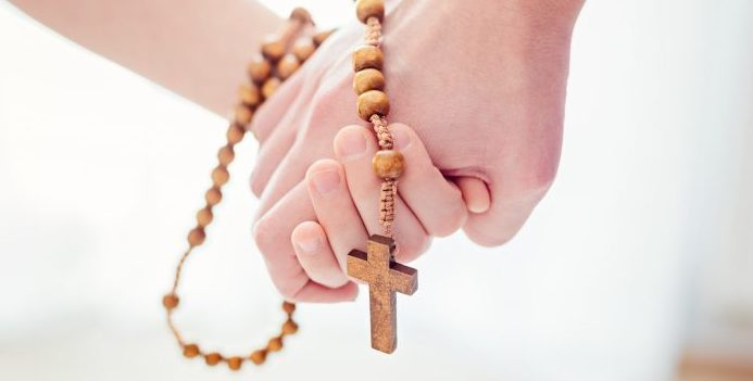 The Rosary Meditating On The Mysteries Of Faith Catechist Magazine